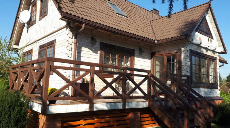Balustrada z drewna świerkowego.